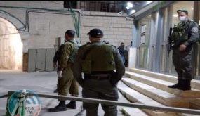 الاحتلال يمنع المصلين من الصلاة في الحرم الابراهيمي