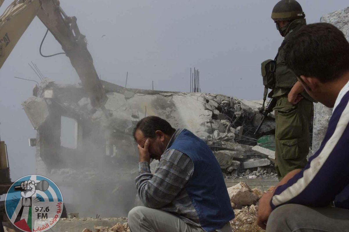 الاحتلال يهدم منزلا ومحلا تجاريا في القدس