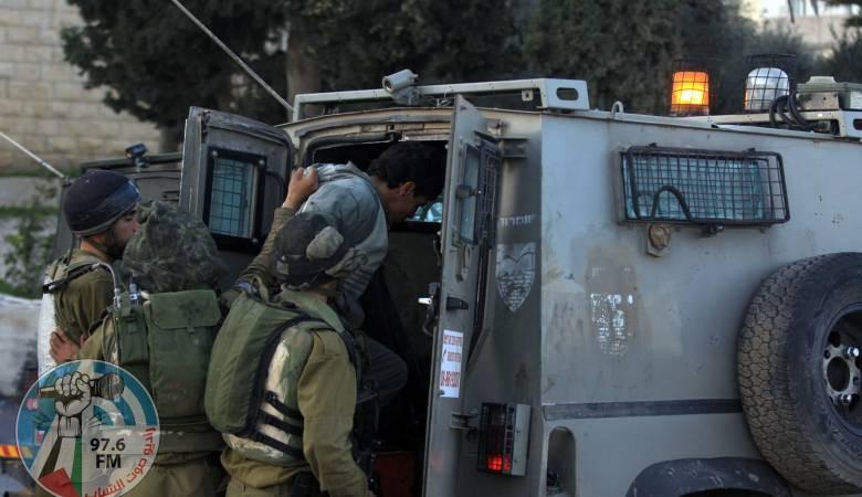 الاحتلال يعتقل 5 شبان شمال القدس