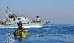 بحرية الاحتلال تهاجم مراكب الصيادين في بحر غزة
