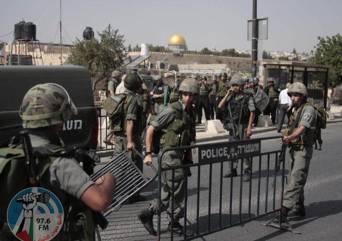 الاحتلال يعتقل 3 مقدسيين ويعتدي على أحدهم
