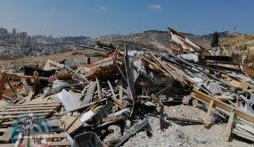 قوات الاحتلال تهدم منشآت صناعية في بلدة عناتا