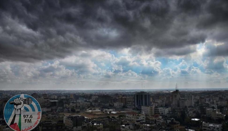 أجواء باردة ومغبرة وأمطار فوق المناطق الشرقية والجنوبية