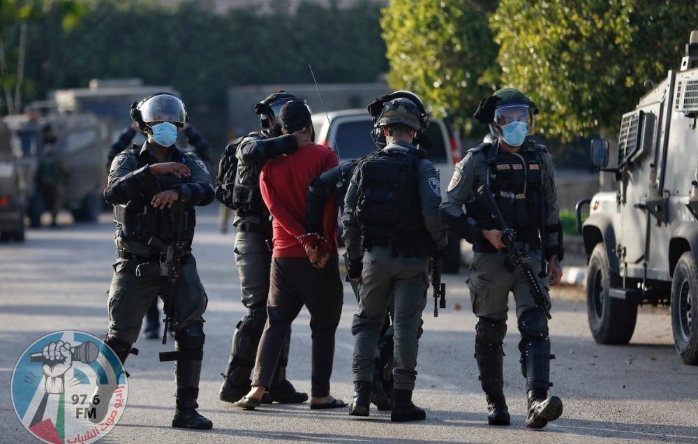 الاحتلال يعتقل أربعة شبان وفتى من مخيم الدهيشة والدوحة