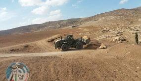 عصابات الاستيطان تجرف أراضي المواطنين في مسافر يطا جنوب الخليل