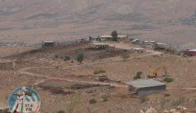 """لليوم الثالث: مستوطنون يواصلون تجريف أراض في خربة """"السويدة"""" بالأغوار"""