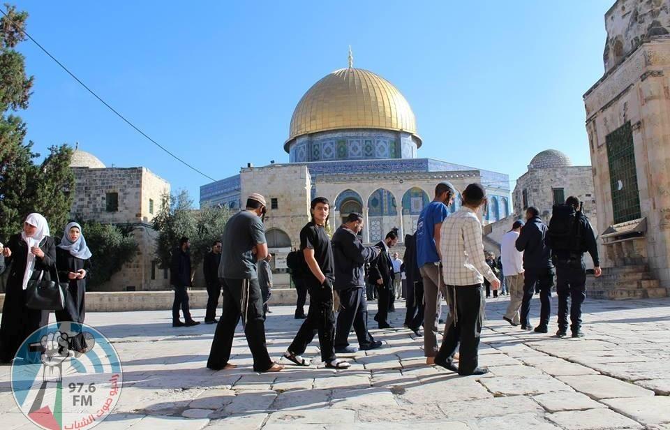 عشرات المستوطنين يقتحمون المسجد الأقصى المبارك بحماية الاحتلال