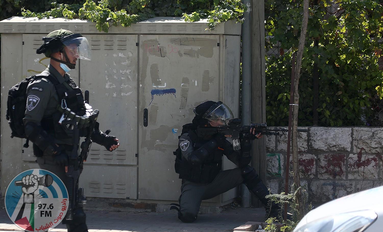 الاحتلال يحتجز 3 شبان ويعتدي على آخر شمال سلفيت