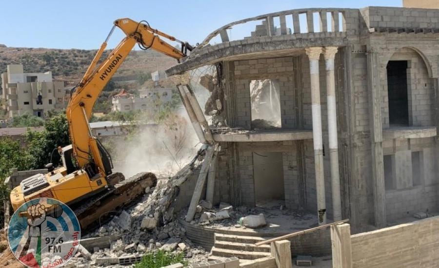 السلطات الإسرائيلية تجبر مواطنا على هدم منزله في كفر قاسم