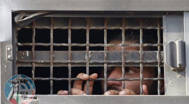 الاحتلال يعزل 14 أسيرًا بظروف قاسية في سجن النقب