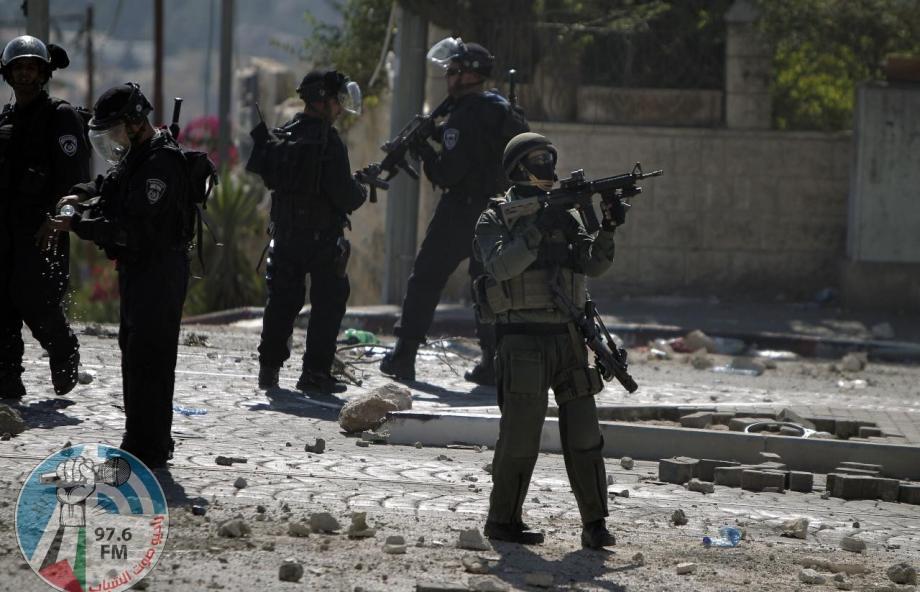 الاحتلال يصيب شابا بالرصاص وآخرين بالاختناق خلال مواجهات في طمون